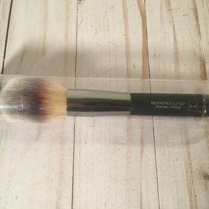 NIB It cosmetics powder brush